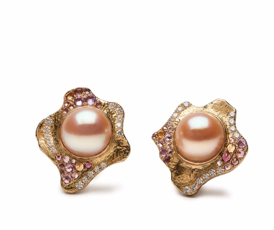 Earrings in 18k gold with pearls by Katy Briscoe