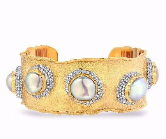 Cuff in 18k and 24k gold by Victor Velyan