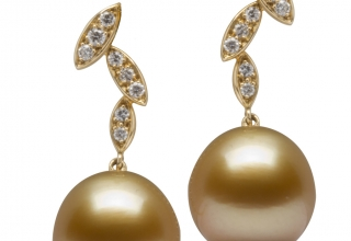 Golden pearl earrings from Jewelmer