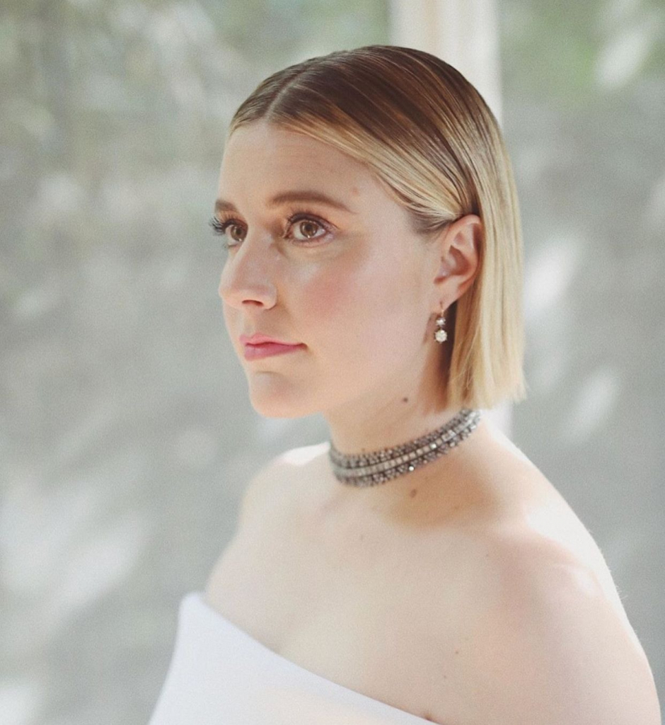 Writer and actress Greta Gerwig in a vintage-inspired Neil Lane choker necklace with black rhodium. Photo: @jennstreicher