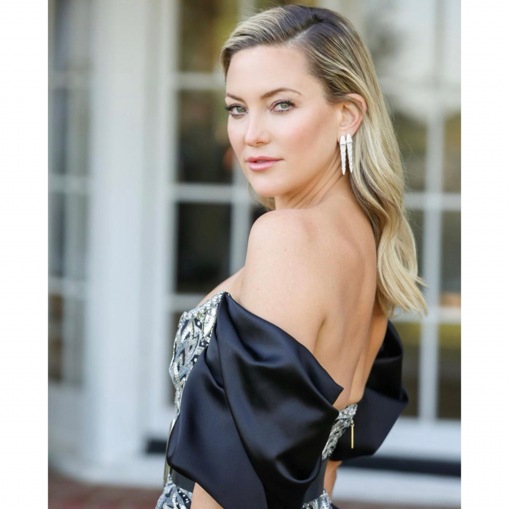 """Kate Hudson in Bulgari Serpenti Viper earrings. Hudson was a presenter and a nominee for Best Actress – Motion Picture – Musical/Comedy, for her role in """"Music."""" Source: @katehudson"""
